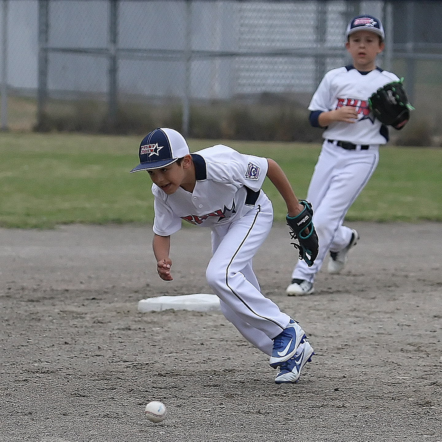 Shortstop Luis Sanchez of South Highline Nationals can't get to the ball.