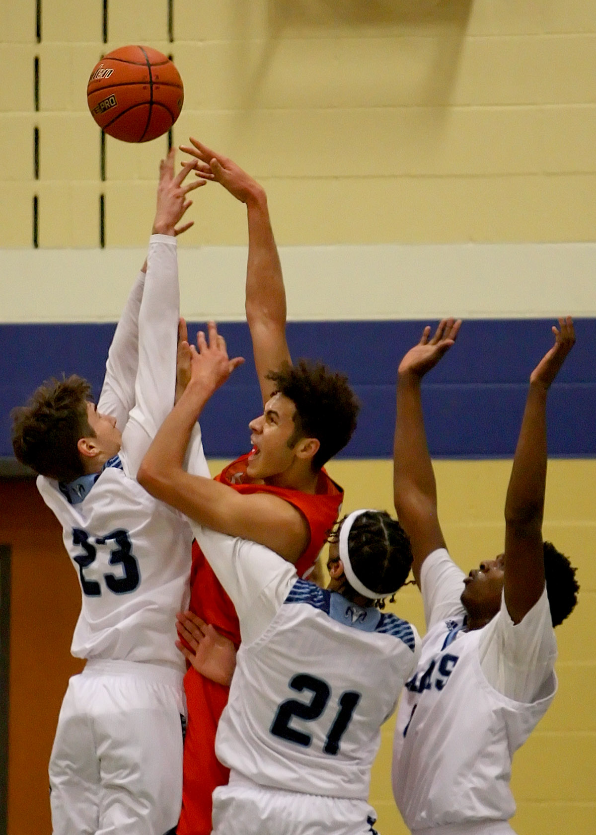 "6' 9"" Kaden Perry of Battle Ground is triple teamed by Mt Rainier's Kolten Lerwick, Trenton Brown and Isaiah Fulmore."