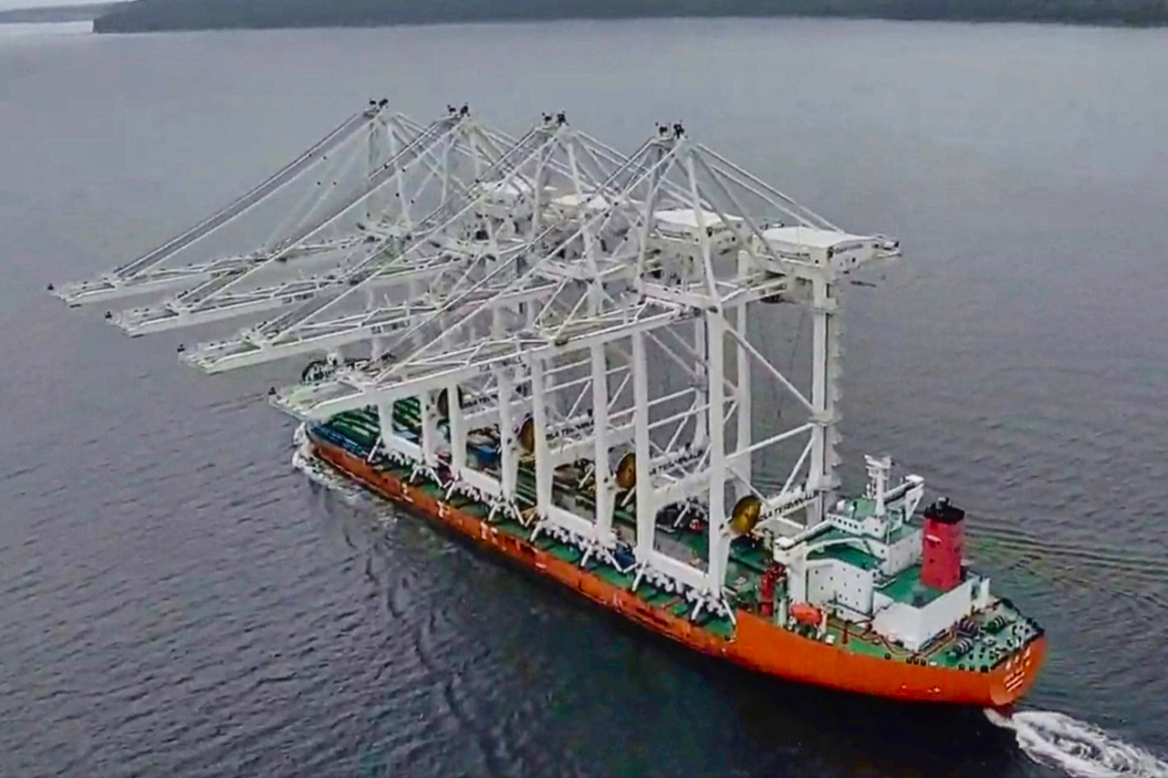 New Super Post Panamax cranes arrive at Terminal 5 on Harbor Island